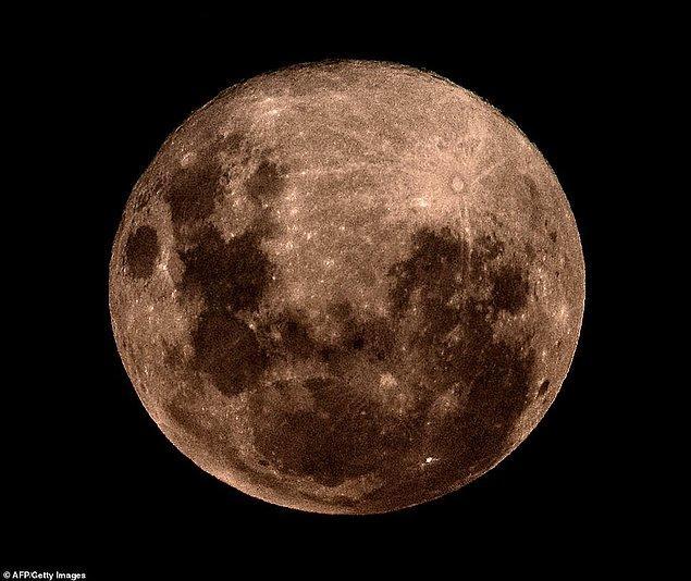 8. Buenos Aires'den de bu şekilde görülen Süper Ay, 21 Mart'ta tekrar karşımıza çıkacak.