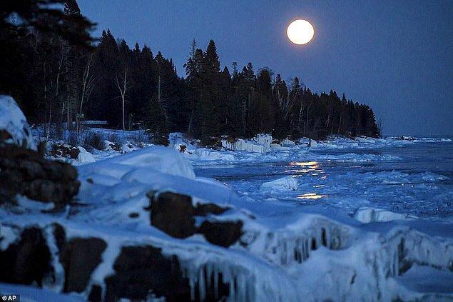 10. Doğanın güzellikleri arasında bir başka güzel görülen Ay Minnesota'da.