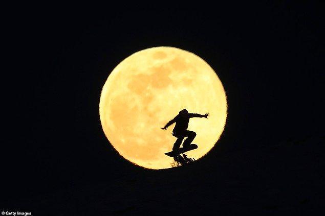 17. Snowboard ile kayan bu kişinin görüntüsü ise Abalı, Van'dan.