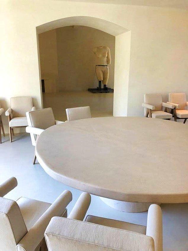 Bu gördüğünüz de yemek odaları, yine beyaz ve krem tonlarını tercih etmişler.