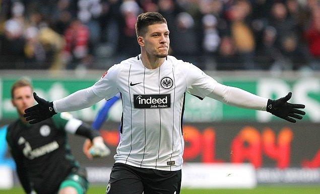 Bu sezon istikrarlı bir performans sergileyen Eintracht Frankfurt'un 21 yaşındaki santraforu Alman Luka Jovic, ligde 14 golle krallık yarışında zirvede yer alırken, UEFA Avrupa Ligi'nde ise 5 kez ağları sarstı.
