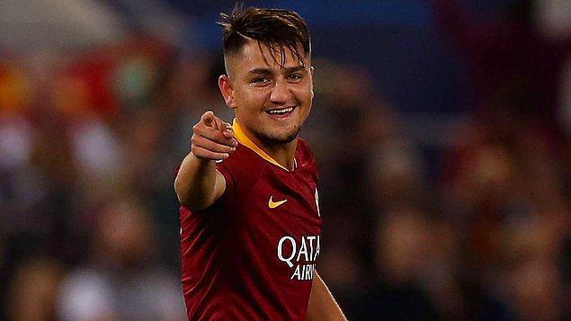 Geçen ay yaşadığı sakatlık nedeniyle formasından bir süre daha uzak kalacak 21 yaşındaki milli futbolcu, geleceğin en yetenekli kanat oyuncuları arasında gösteriliyor.
