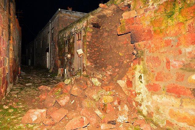 Herhangi bir can kaybı meydana gelmediği, Ayvacık'ta 15, il merkezi ve diğer ilçelerde 6 kişinin hastaneye başvurduğu kaydedildi.