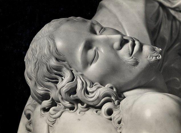 Kulağa inanılmaz gelse de Michelangelo bu muazzam heykeli yaptığında henüz 24 yaşında bir gençti...