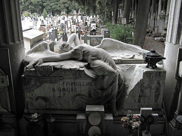 14. Monumental Cemetery of Staglieno, Cenova, 1851.