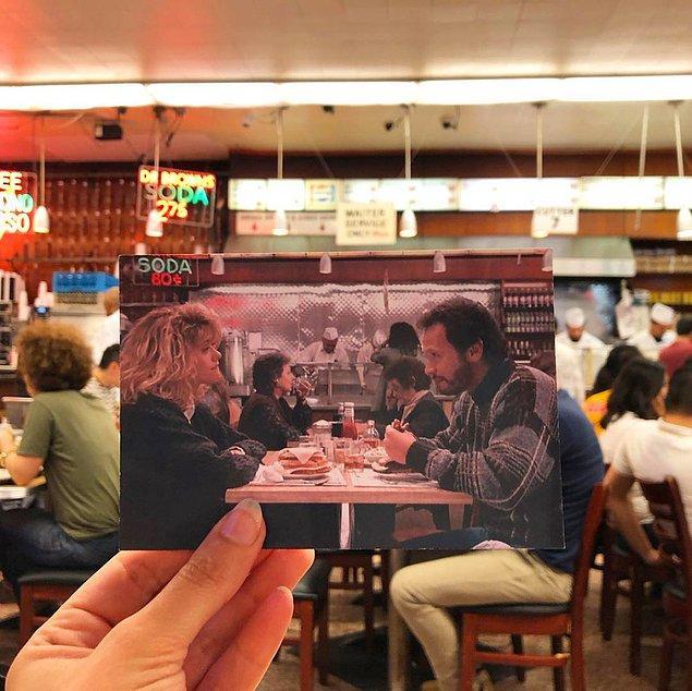 """""""When Harry Met Sally"""" filminden Meg Ryan ve Billy Crystal'ın klasik Manhattan dükkanlarından bu karesi tam da oturmuş!"""
