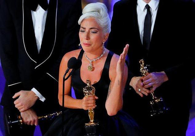"""Lady Gaga """"Shallow"""" ile """"En İyi Özgün Şarkı"""" ödülünü kazandı."""