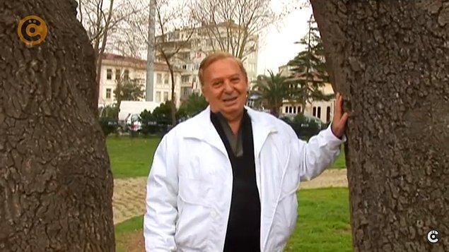 Ama çok hızlı adam tabii:) Geceleri bornozunu kapıp Çengelköy'de denize atladığı, şu iki ağaç arasında seviştiği olmuş:)