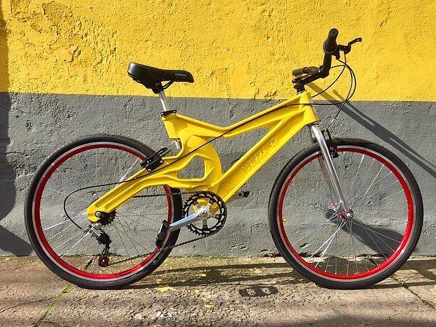 4. Geri dönüştürülmüş pet şişelerden yapılmış bir bisiklet