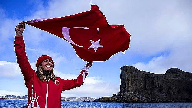 6. Serbest dalış dünya rekortmeni milli sporcu Şahika Ercümen, 3. Ulusal Antarktika Bilim Seferi kapsamında bilim insanlarıyla birlikte gittiği 'beyaz kıtada' ilk dalışını yaparak tarihe geçti.