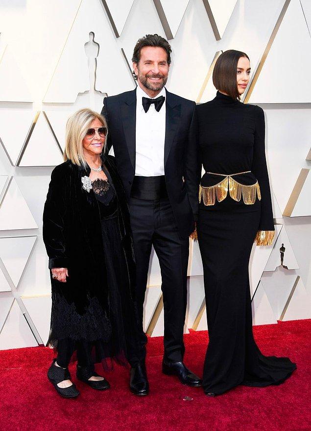 Bradley Cooper aslında törene annesi ve sevgilisi Irina Shayk ile katıldı.