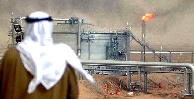 1938: Suudi Arabistan'da petrol bulundu.