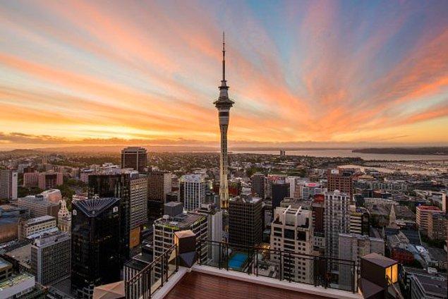 1997: Dünyanın güney yarım küredeki en yüksek binası, Yeni Zelanda'nın Auckland kentindeki Sky Tower, 2 buçuk yıl süren inşaatı tamamlanarak hizmete açıldı.