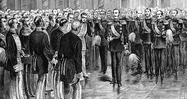1861: Rus Çarlığı'nda köylüyü toprağa bağlayan serflik kaldırıldı.