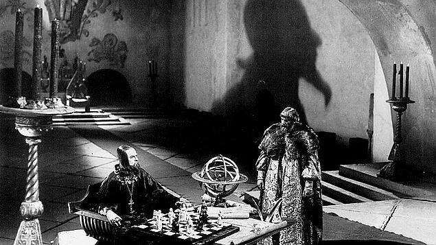 Düşmanlarını boğan, çalışanlarının gözünü oyduran bir cani hükümdardan bahsediyoruz Korkunç Ivan'ın adını anarken.