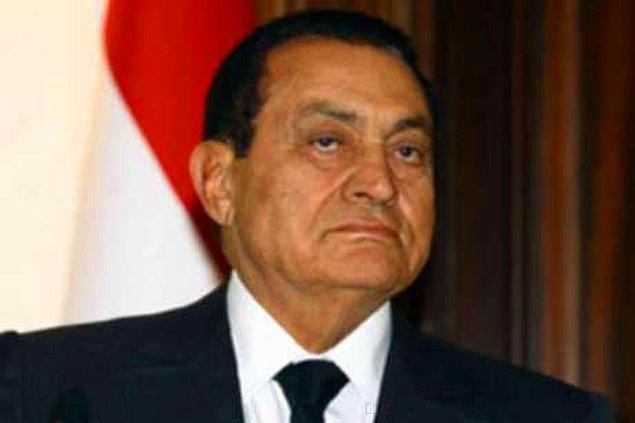 Genç kızın Mısır Devlet Başkanı Hüsnü Mübarek'in akrabası olduğunu ve diplomatik bir sorun olmasından çekindiğini söyleyerek müdürü ikna etmişti.