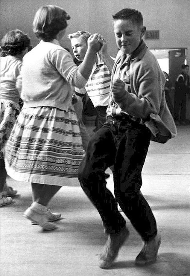1. 1950'lerde okul balosu.