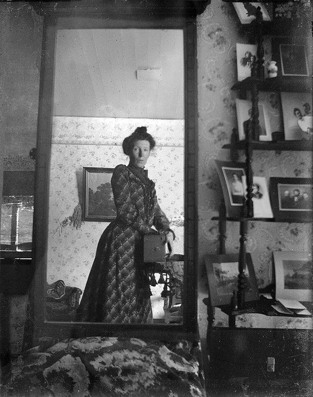 16. İlk özçekim, 1900.