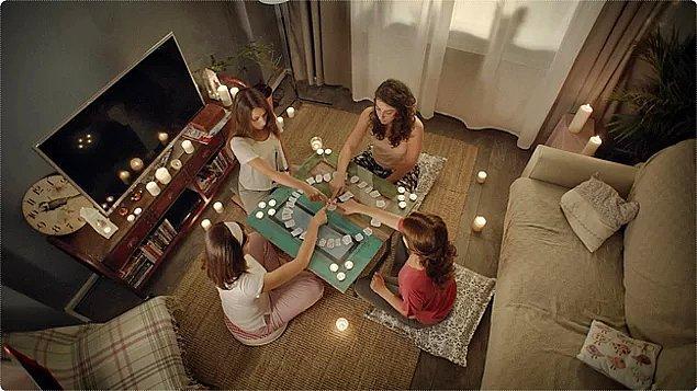 Arkadaşlarına gittin ve cin çağırıyorsunuz. 'Cin geldiysen fincanı oynat!' dediniz ve fincan oynadı. Ne yapacaksın?