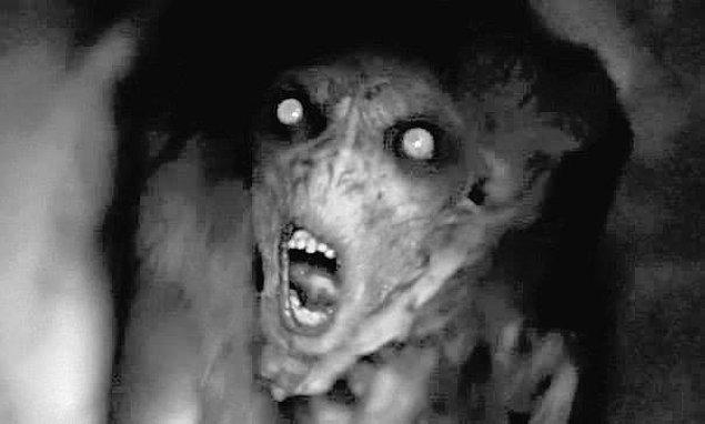 Cin sana adını söylemedi fakat sıcaklığını hala vücudunda hissediyorsun. Bir anda tüm evin ışıkları söndü ve tüm eşyaların hareket ettiğini fark ettin...