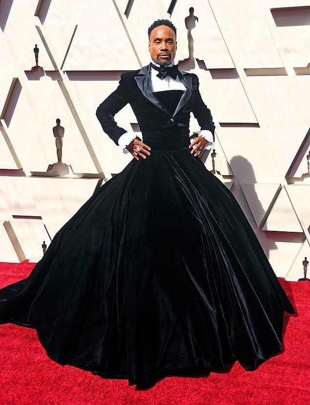 Geçtiğimiz Pazar düzenlenen Oscar töreninde Billy Porter'ın giydiği smokin tuvalet de bunun bir örneğiydi.