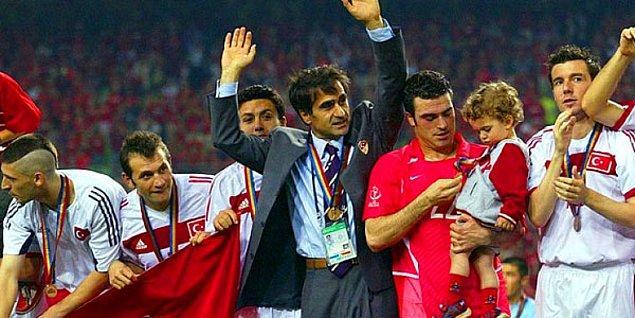 2002 FIFA Dünya Kupası'nda dünya 3.'sü olarak Türkiye'ye tarihindeki en büyük başarıyı yaşatan Şenol Güneş,