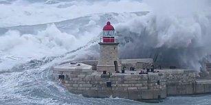 Dev Dalgaların Deniz Fenerine Çarparak Ortamı Cehenneme Çevirdiği Anlar