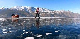 Buz Tutan Baykal Gölü'nün Üzerinde Tek Başına 700 Km Yürüyen Kadın