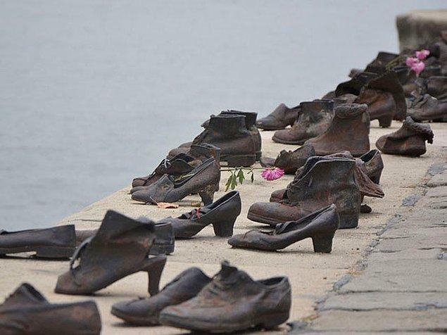 11. Tuna Kıyısındaki Ayakkabılar