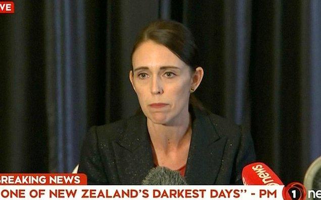 """Başbakan Ardern düzenlediği basın toplantısında saldırının detaylı planlanmış bir """"terör saldırısı"""" olduğunu söyledi."""