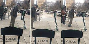 Caddeye Bırakılan Elektrikli Scooter'a Anlam Veremeyen Yaşlı Adam