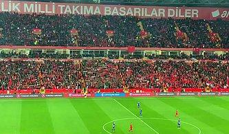 Türkiye - Moldova Maçı Sırasında Tribünler Hep Bir Ağızdan Çanakkale Türküsü Söyledi!