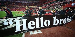 A Milli Futbol Takımı Isınmaya 'Hello Brother' Yazılı Pankartla Çıktı