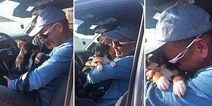 Yıllardır Birlikte Olduğu Köpeği Hayatını Kaybettikten Sonra Bunalıma Giren Adam, Kızının Hediyesi ile Duygu Dolu Anlar Yaşadı