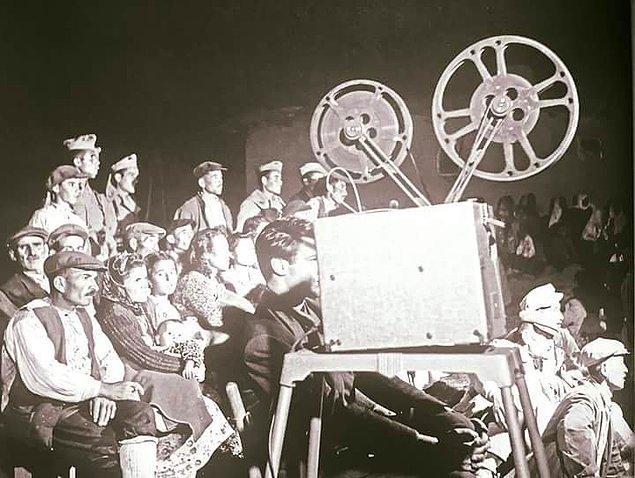 8. Ballıkpınar Köyü'nde sinema izleme keyfi, Ankara 1935.