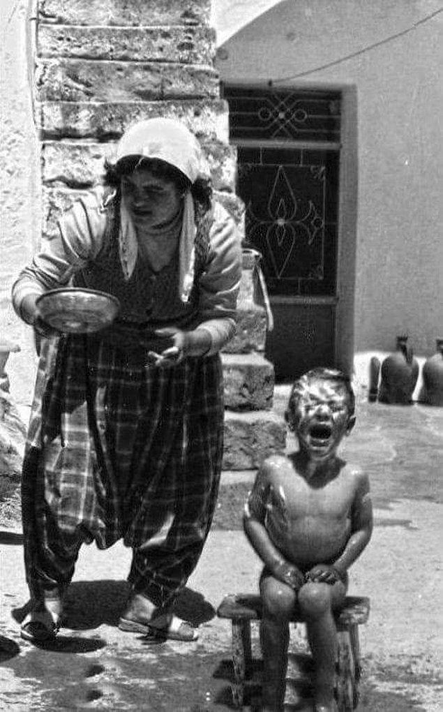10. Dışarda banyo keyfi, Adana 1980.