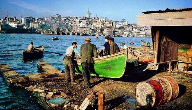 12. Eminönü'ndeki balıkçılar, İstanbul 1950.