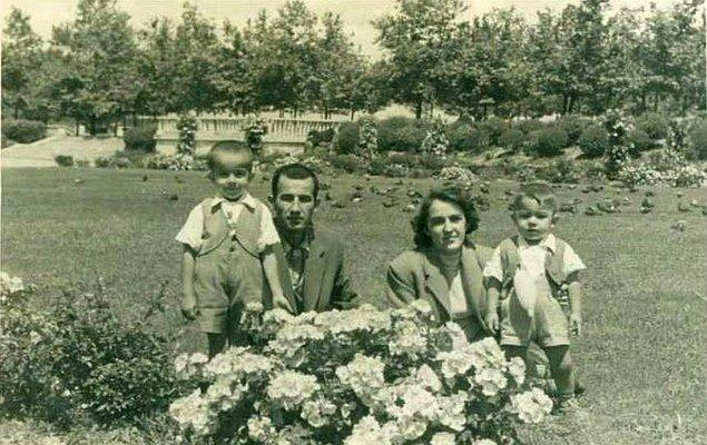 15. Taksim Gezi Parkı'nda mutlu bir aile, İstanbul 1958.