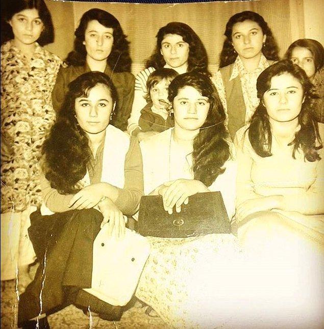 18. Damda film izlemek için sinemanın karşısındaki bir evde toplanan gençler, Diyarbakır 1978.