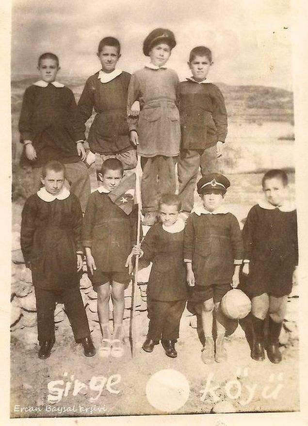 20. Sirge Köyü'ndeki ilkokul öğrencileri, Uşak 1965.
