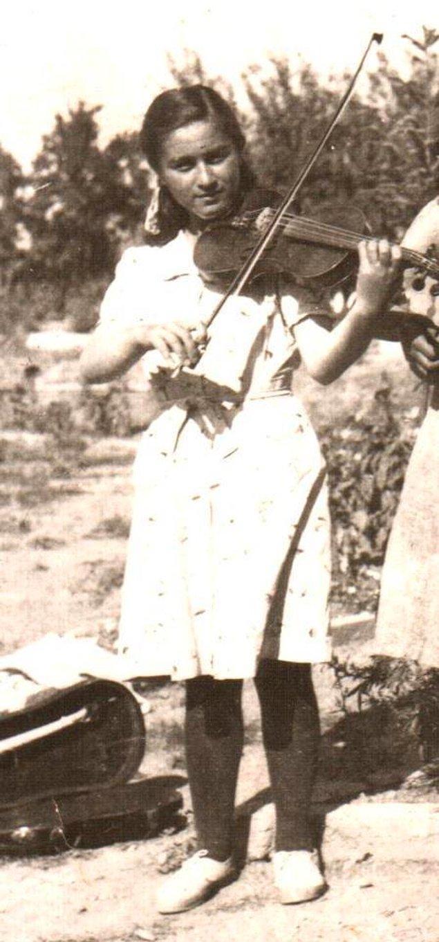 22. Gölköy Köy Enstitüsü'nde bir kız öğrenci, Kastamonu 1940.