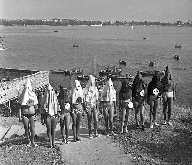 23. Moda Plajı'nda yapılan bacak güzellik yarışması, İstanbul 1971.