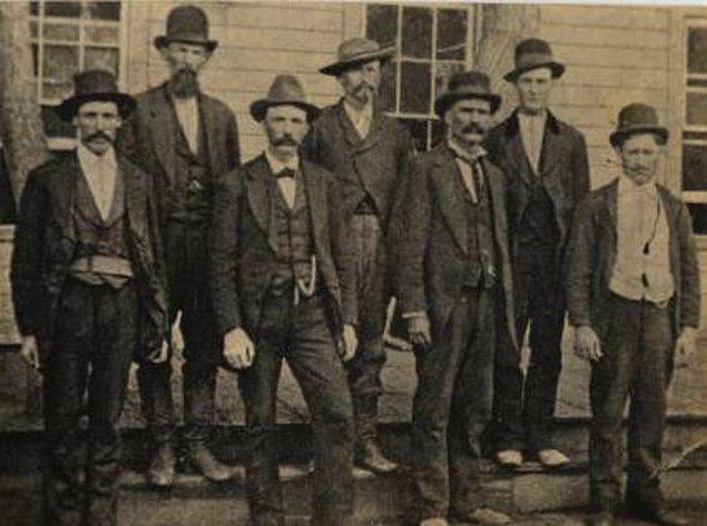 Jesse, en ünlü hayduda dönüşmeden önce başkan Lincoln'e karşı köleci güney ordusunun saflarında savaşmıştı. 1866'da onun tarafı savaşı kaybedince, iş değiştirmekten başka çaresi kalmadı. Jesse James çetesi bu şekilde doğdu.
