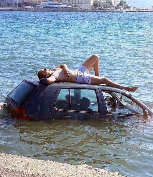 1. Uzanmışım kumsala şarkısı acilen uzanmışım arabaya şeklinde değiştirilmeli.