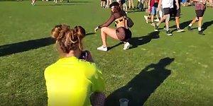 Dünyanın En Büyüklerinden Olan Coachella Müzik Festivali'nde Fotoğraf Furyasına Kapılan İnsanlar