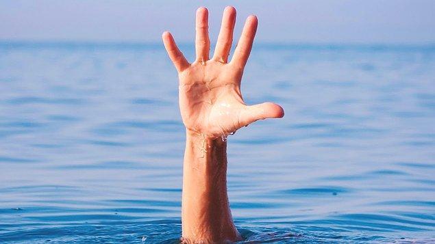Ailen ve hazinenle kaçarken geçmeye çalıştığınız nehirde boğuldunuz.