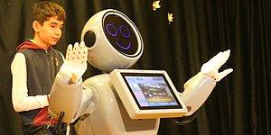Konya'da Üretilen Robot ADA, Robot Sofia'yı Kıskanıyor musun Sorusu İçin 'Neden Kıskanayım, Ben Daha Zekiyim' Dedi
