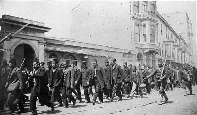 1909 - İstanbul'a gelen Hareket Ordusu, 31 Mart Ayaklanması'nı bastırdı.