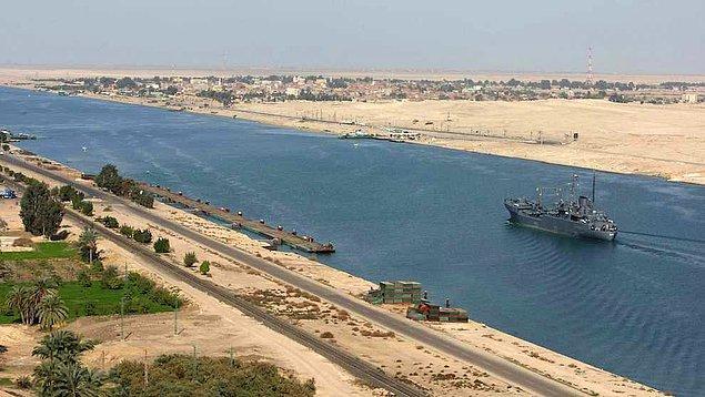 1859 - Kızıldeniz ile Akdeniz'i birbirine bağlayacak olan Süveyş Kanalı'nın kazılmasına, Mısır'ın Port Said kentinde başlandı.