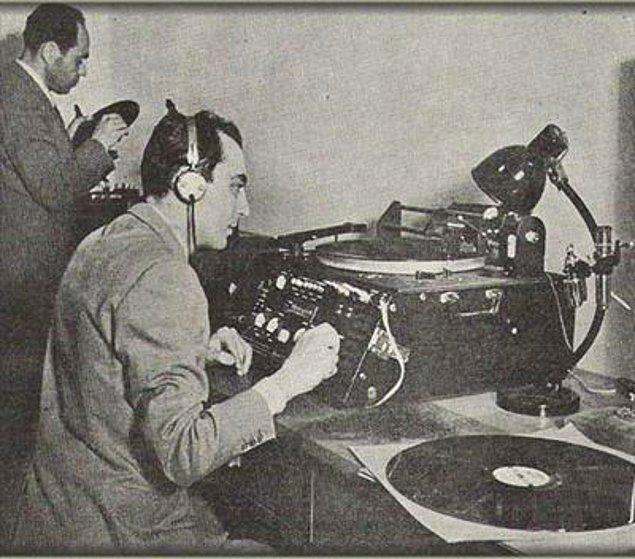 1927 - Türkiye'de ilk radyo yayını başladı.